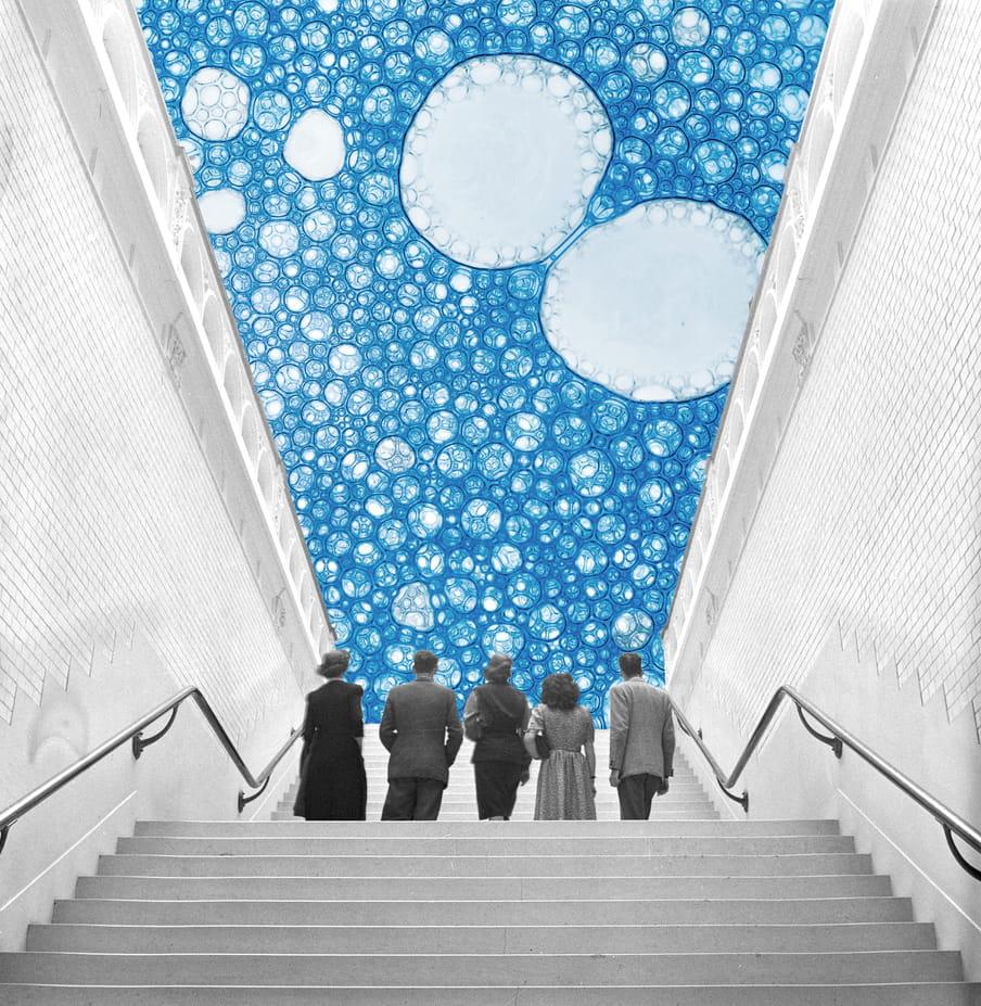 Collage van mensen die naar boven kijken, met een lucht vol bacterieen