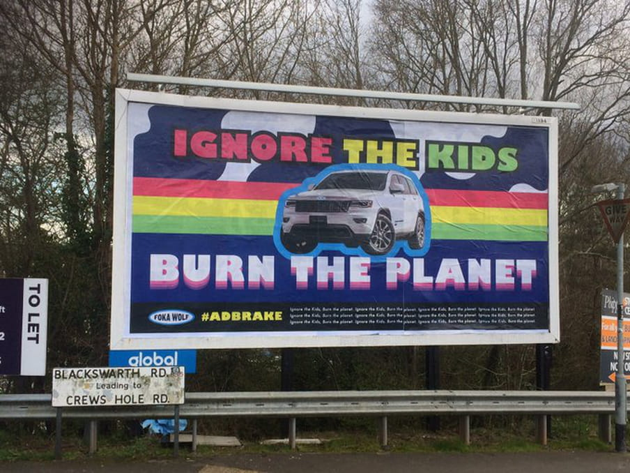 Bristol. Fokwalolf: Ignore the kids. Burn the planet. Beeld: Brandalism.