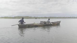 Twee vissers op het Izabal-meer in Guatamala.