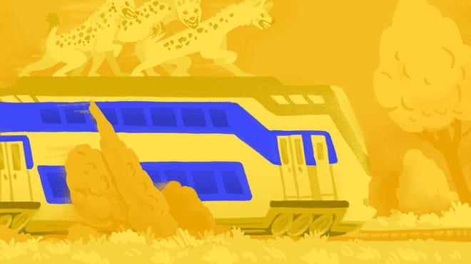 Illustratie. Landschap waar een trein door heen rijdt, van links naar rechts. Het is een dubbeldekker intercity trein. Op het dak van de trein lopen drie hyena's op zoek naar prooi.