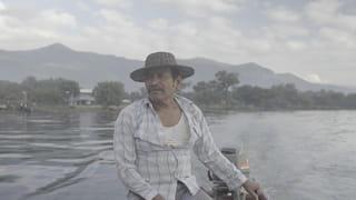 Een portret van een visser op het Izabal-meer in Guatamala.
