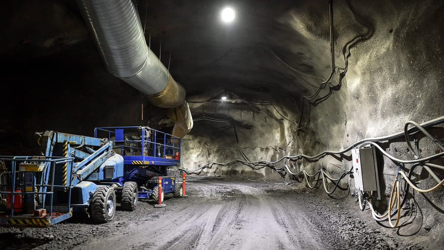 Zijtunnel van de ondergrondse kernafval opslag in aanbouw