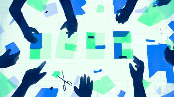 Handen werkend aan het samenstellen van een nieuwe bijsluiter