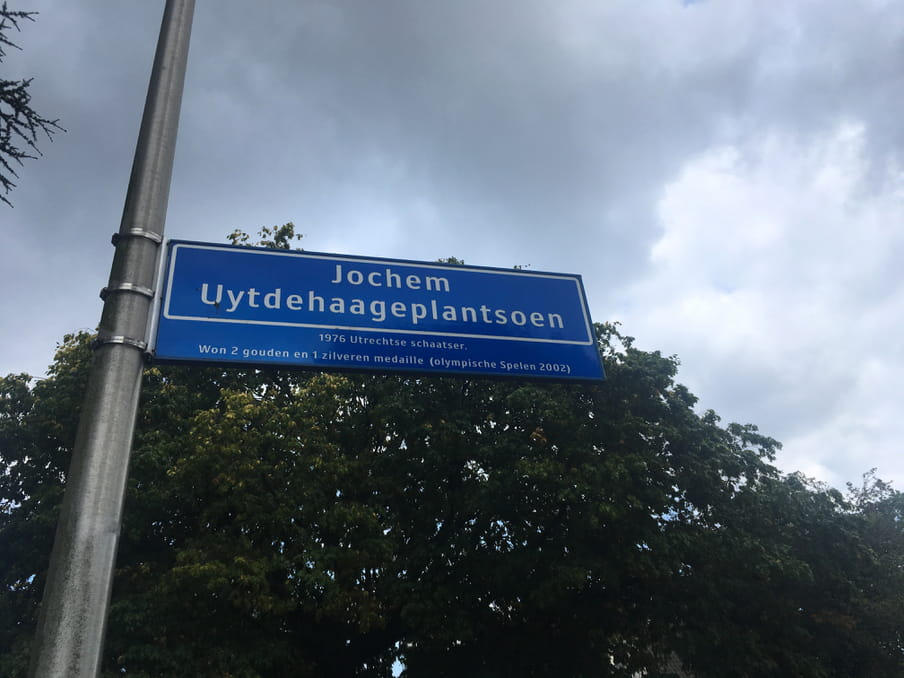 Straatnaambord van het Jochem Uytdehaageplantsoen.