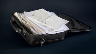 Koffer met documenten van Ali